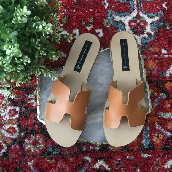 82cfd1344f9 Steve Madden Greece Leather Slide Sandals Cognac. M 5aee0202f9e501458339fb8e